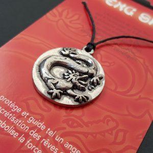 Pendentif Feng Shui Dragon sur carte personnalisée